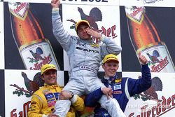 El ganador de la carrera, Jean Alesi con Christian Abt y Mattias Ekström en el podio