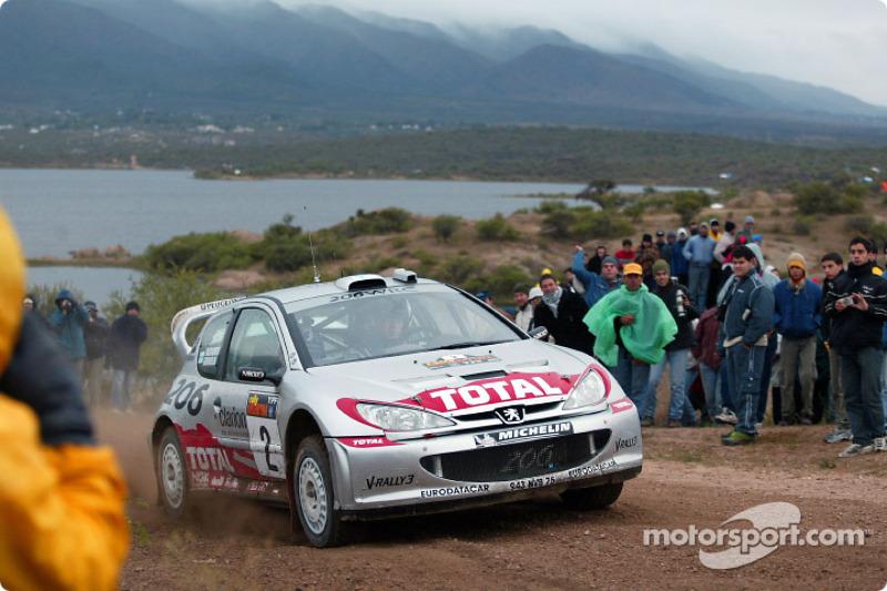 Marcus Grönholm, durante el Rally de Argentina, de 2002.
