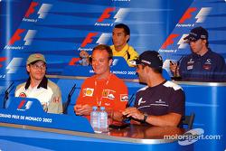 Wednesday basın toplantısı: Jacques Villeneuve, Rubens Barrichello ve Juan Pablo Montoya, front, Tak