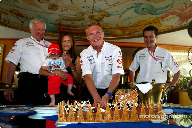 Mika Salo celebrating his 100th Grand Prix Career