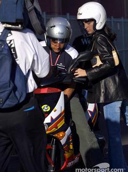 Juan Pablo Montoya ve kız arkadaşı Connie arriving, track
