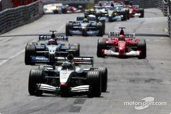 Premier tour : David Coulthard mène devant Juan Pablo Montoya et Michael Schumacher