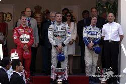 Le podium : le vainqueur David Coulthard avec Michael Schumacher et Ralf Schumacher