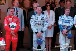 Het podium: winnaar David Coulthard met Michael Schumacher en Ralf Schumacher