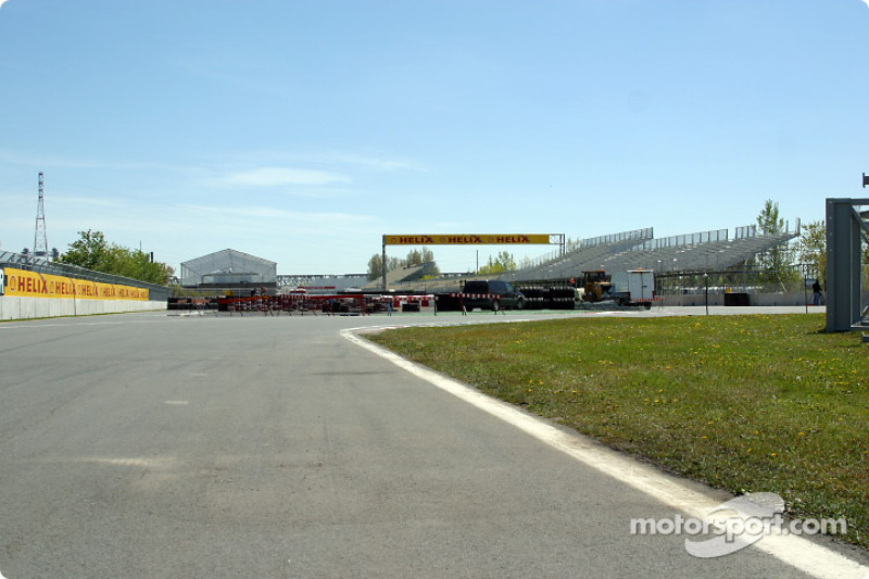 Pit entrance and curves 12 and 13