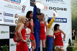 Le podium: race winner A.J. Allmendinger, Marc Breuers et Rafael Sperafico