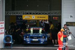 Mattias Ekström dans le garage