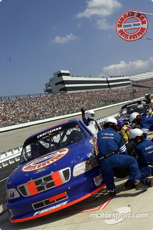 Rick Crawford pits for fuel and tires