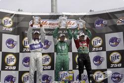 Podium : le vainqueur Paul Tracy, avec Adrian Fernandez et Max Papis