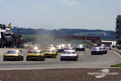 Start: Laurent Aiello, Abt Sportsline, Abt-Audi TT-R; Alain Menu, OPC Euroteam, Opel Astra V8 Coupé 2001; Bernd Schneider, Team HWA, AMG-Mercedes CLK-DTM 2002