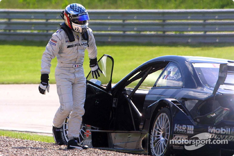 Unfall: Jean Alesi, Team HWA, AMG-Mercedes CLK-DTM 2002