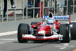 Mika Salo saliendo a la pista