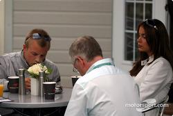 Kimi Raikkonen desayunando con su novia