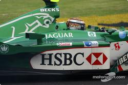 Eddie Irvine en sentido contrario tras un giro