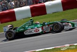 Eddie Irvine rumbo a la pre parrilla