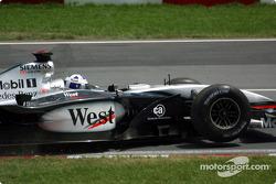 Excursión fuera de pista para David Coulthard