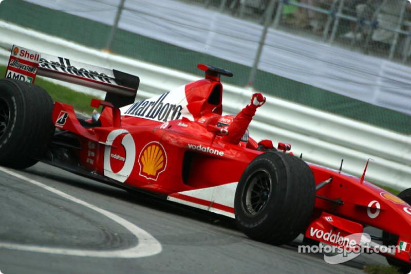 Schumi 3 csapatnál versenyzett 32. születésnapjáig (Jordan, Benetton, Ferrari), és 3 vb-címet tudhatott ekkor magáénak