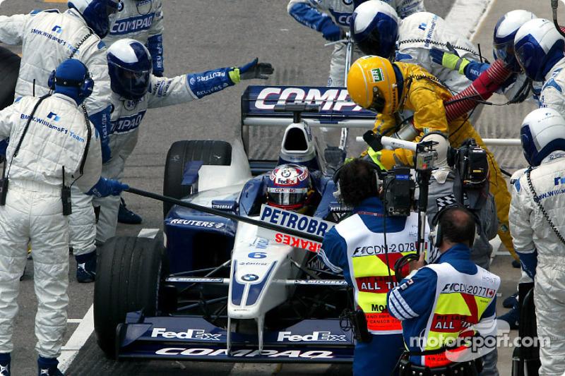 Но более ранняя остановка требовала более долгой дозаправки. Да и в целом механики Williams сработали не лучшим образом – пит-стоп занял 10,5 секунд. Колумбийцу вновь пришлось расстаться с мечтами о победе