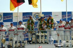 El podio general y de LMP 900 - LM GTP: Christian Pescatori, Johnny Herbert, Rinaldo Capello, Emanue
