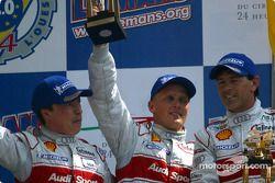 Podio general y de LMP 900 - LM GTP: segundo lugar Christian Pescatori, Johnny Herbert y Rinaldo Cap