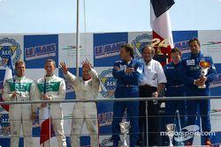 El podio LMP 675: ganadores Christophe Pillon, Walter Lechner Jr. y Jean-Denis Deletraz con los segu
