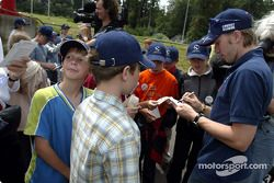 Nick Heidfeld ve Felipe Massa giving lessons, Driving Safety Center N��rburgring, to children from c