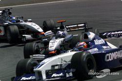 first lap: Juan Pablo Montoya, David Coulthard ve Kimi Raikkonen