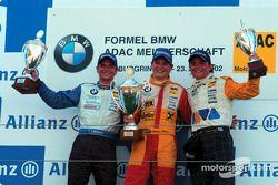 El ganador del primer heat del Campeonato Fórmula BMW ADAC, Hannes Neuhauser con Christian Mamerow y