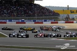 Start: Ralf Schumacher, Williams, führt vor Juan Pablo Montoya, Williams