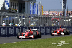 Rubens Barrichello frente a Michael Schumacher