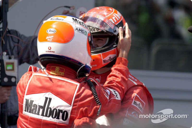 Yarış galibi Rubens Barrichello ve Michael Schumacher