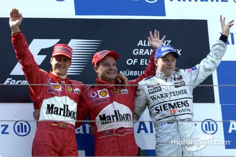 El podio: el ganador de la carrera Rubens Barrichello con Michael Schumacher y Kimi Raikkonen