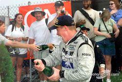 Champagne pour Chris Dyson