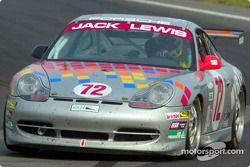 Le Jack Lewis Enterprises #72 Porsche a réussi à prendre la tête dans les derniers tours de la course
