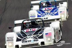 L'équipe Dyson Racing #16 et #20 Ford Riley & Scotts durant la première partie de la course