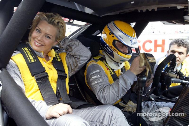 Sängerin Kim Wilde fährt mit bei Michael Bartels, OPC Team Holzer, Opel Astra V8 Coupé 2002