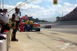 Parada en pits para John Andretti