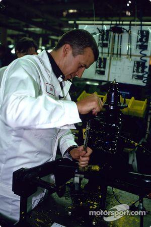 Visita a la fábrica Swindon Honda para celebrar el Honda Civic 500 mil: Olivier Panis