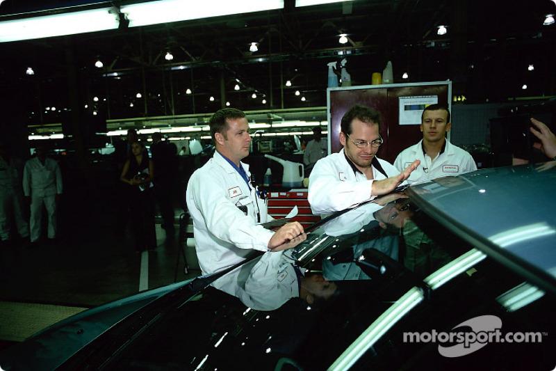 Visit of the Swindon Honda factory to celebrate the 500,000 Honda Civic: Jacques Villeneuve and Oliv
