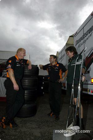 Miembros del equipo Arrows buscando trabajo