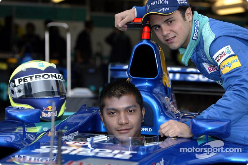 Malaysian driver Mohamed Fairuz Mohamed Fauzy visting Team Sauber: Fairuz and Felipe Massa