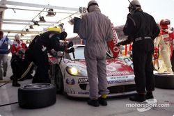 Pitstop for Ray Mallock team