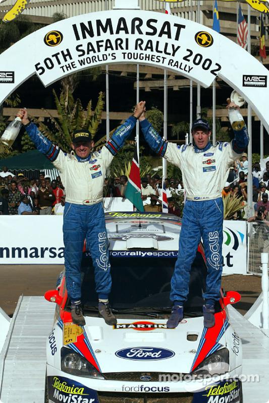 Colin McRae e il copilota Nicky Grist festeggiano la vittoria