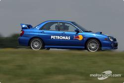 Felipe Massa manejando su auto de función en Magny-Cours