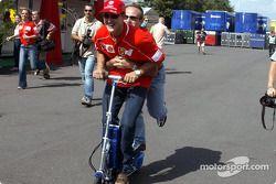 Michael Schumacher ve Rubens Barrichello having fun