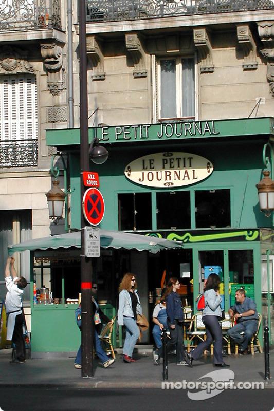 Ambience on St. Michel Boulevard across Jardin du Luxembourg