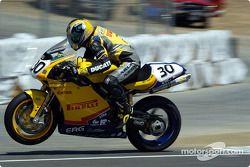 S pneus de Jacques Villeneuve sont prêts