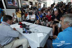 Anuncio de Fernando Alonso como el piloto de carreras de Renault F1 en 2003: Patrick Faure y Flavio