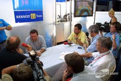 Announcement, Fernando Alonso as Renault F1 race pilotu for 2003: Patrick Faure