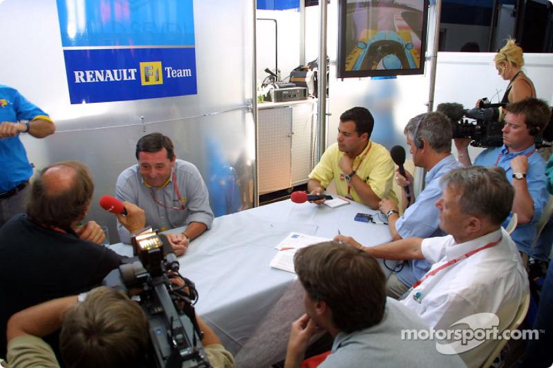 Anuncio de Fernando Alonso como el piloto de carreras de Renault F1 en 2003: Patrick Faure
